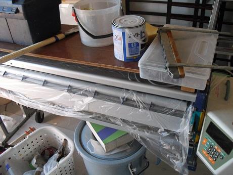 4 壁シートに接着剤を塗布