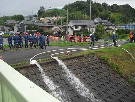 3 大和川の状況・ポンプ車で排水