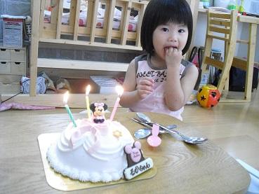 4 ハッピーバースデー・ケーキ