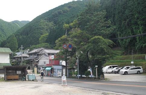 1 金剛山登山口の駐車場