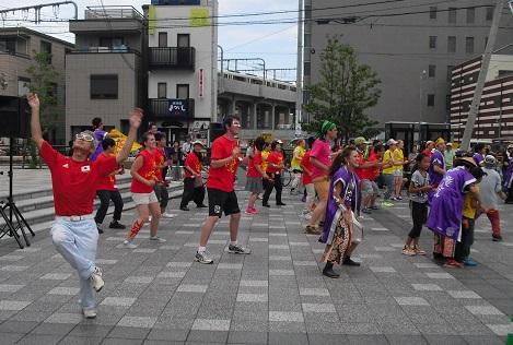 5 JR奈良駅前広場・飛び入り踊り隊