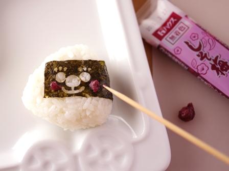 お弁当おかず簡単魚の缶詰でカレーチーズ焼きしそ梅にっこりおにぎり02