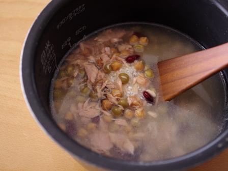 缶詰とめんつゆでつくる、豆とツナの超簡単ほくほく炊き込みご飯01