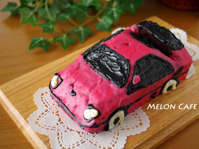 ダブルチョコパウンドのケーキでスポーツカー