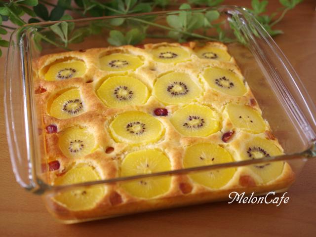 ホットケーキミックスでつくるフルーツのスコップケーキゴールドキウイとさくらんぼ