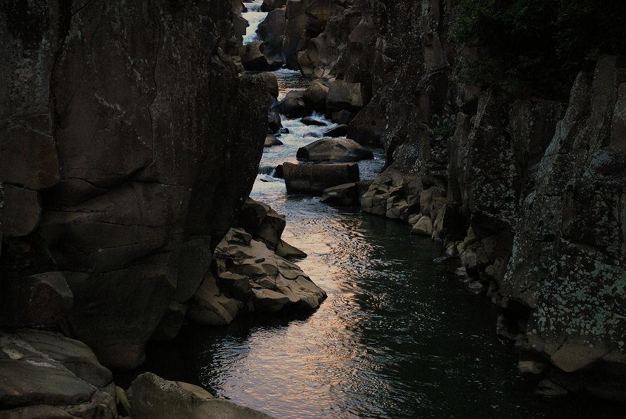 夏の日の厳美渓