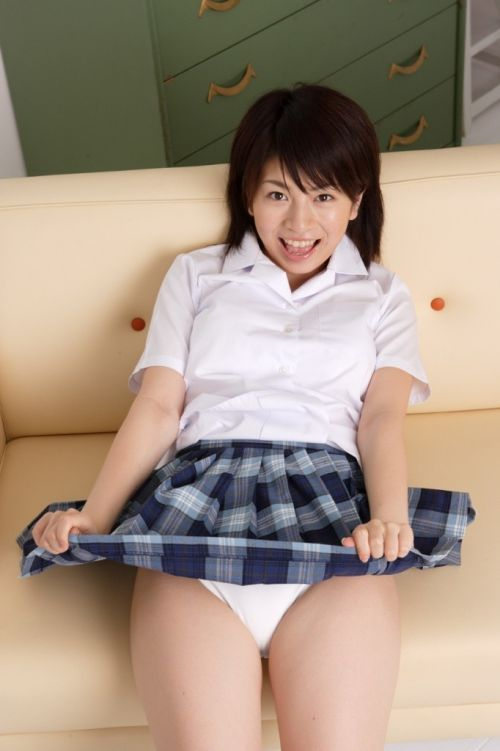 【三次・エロ画像】自分からミニスカートをめくり上げて見せパンしちゃうJK! 56枚 part.10 No.22