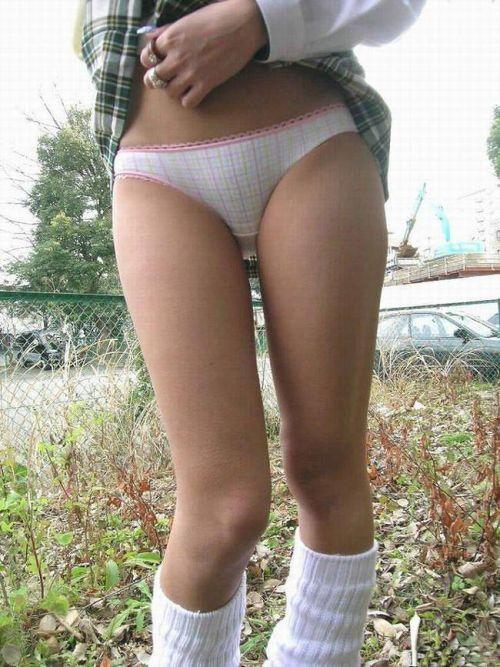 【三次・エロ画像】自分からミニスカートをめくり上げて見せパンしちゃうJK! 56枚 part.10 No.28