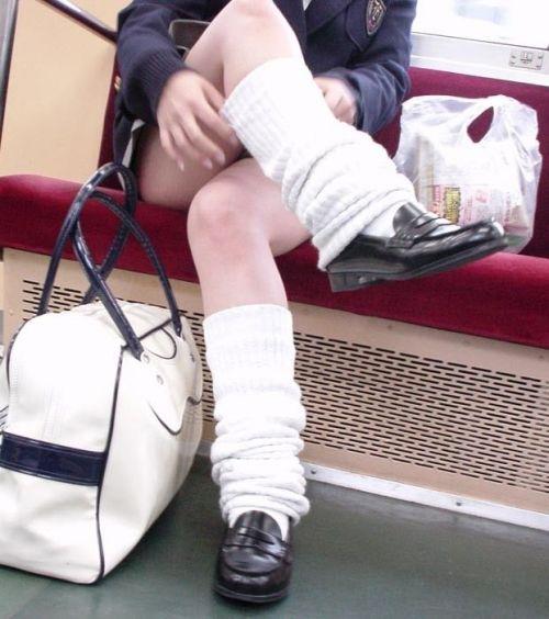 【画像】 電車通学中の美脚JKの太ももがエロ過ぎでワロタw 40枚 No.5