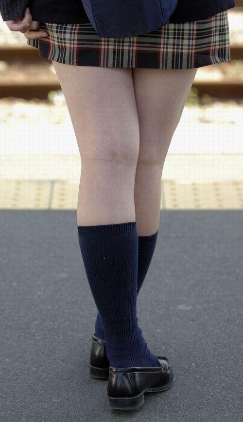 【画像】 電車通学中の美脚JKの太ももがエロ過ぎでワロタw 40枚 No.10
