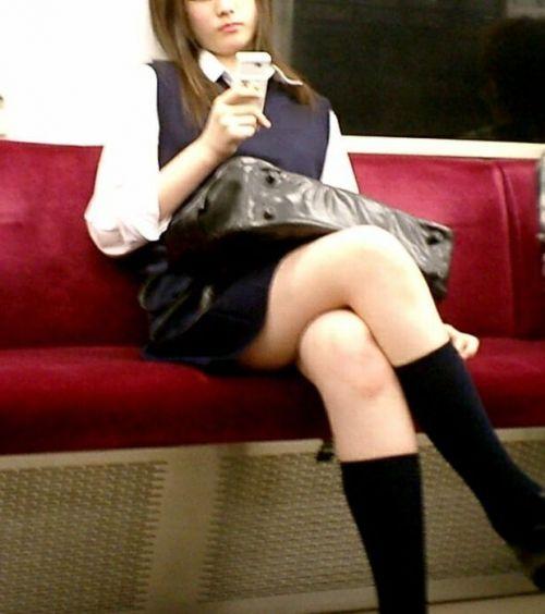 【画像】 電車通学中の美脚JKの太ももがエロ過ぎでワロタw 40枚 No.20