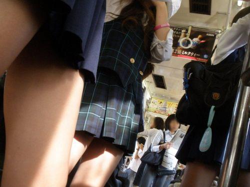 【画像】 電車通学中の美脚JKの太ももがエロ過ぎでワロタw 40枚 No.21