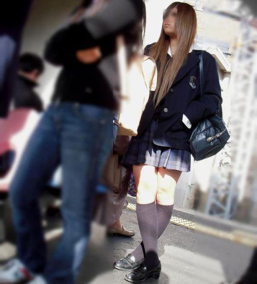 【画像】 電車通学中の美脚JKの太ももがエロ過ぎでワロタw 40枚 No.23