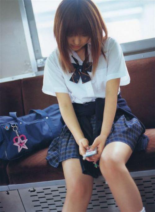 【画像】 電車通学中の美脚JKの太ももがエロ過ぎでワロタw 40枚 No.27