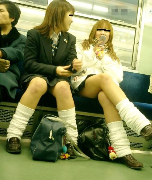 【画像】 電車通学中の美脚JKの太ももがエロ過ぎでワロタw 40枚 No.29