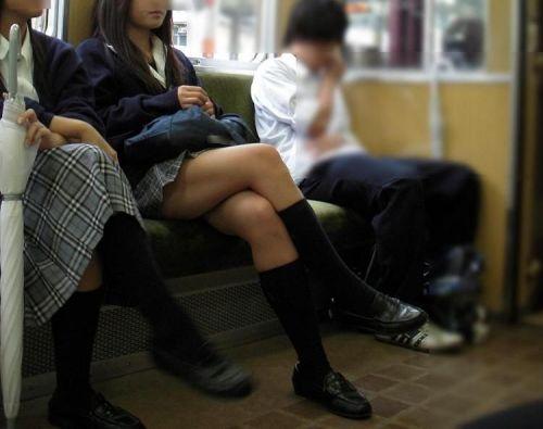 【画像】 電車通学中の美脚JKの太ももがエロ過ぎでワロタw 40枚 No.31
