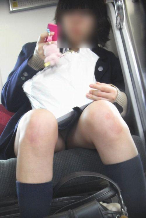 【画像】 電車通学中の美脚JKの太ももがエロ過ぎでワロタw 40枚 No.32