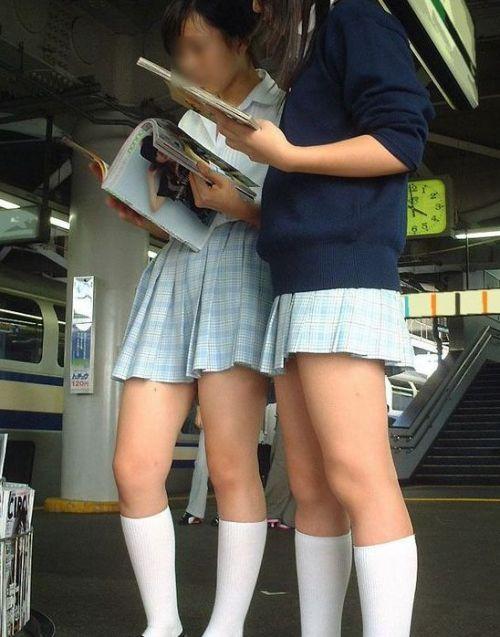 【画像】 電車通学中の美脚JKの太ももがエロ過ぎでワロタw 40枚 No.33