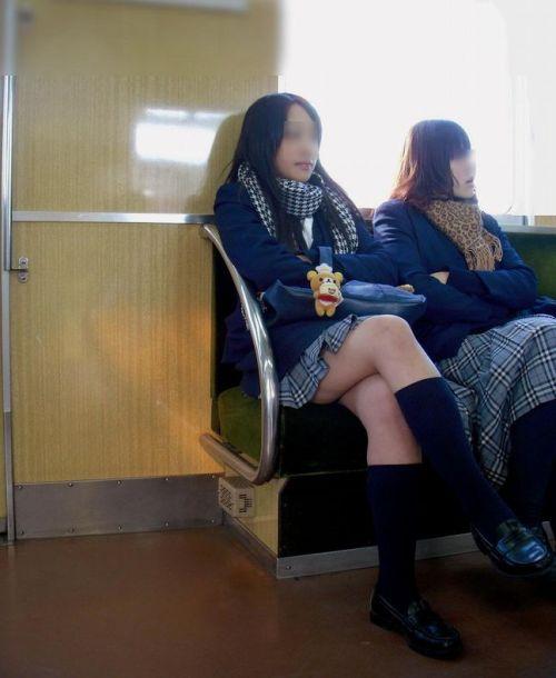 【画像】 電車通学中の美脚JKの太ももがエロ過ぎでワロタw 40枚 No.34