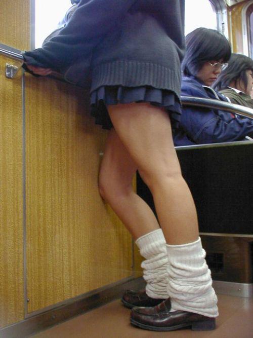 【画像】 電車通学中の美脚JKの太ももがエロ過ぎでワロタw 40枚 No.37