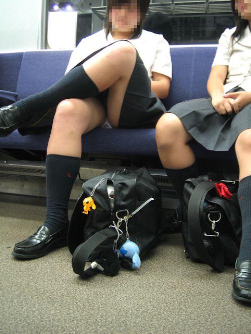 【画像】 電車通学中の美脚JKの太ももがエロ過ぎでワロタw 40枚 No.38