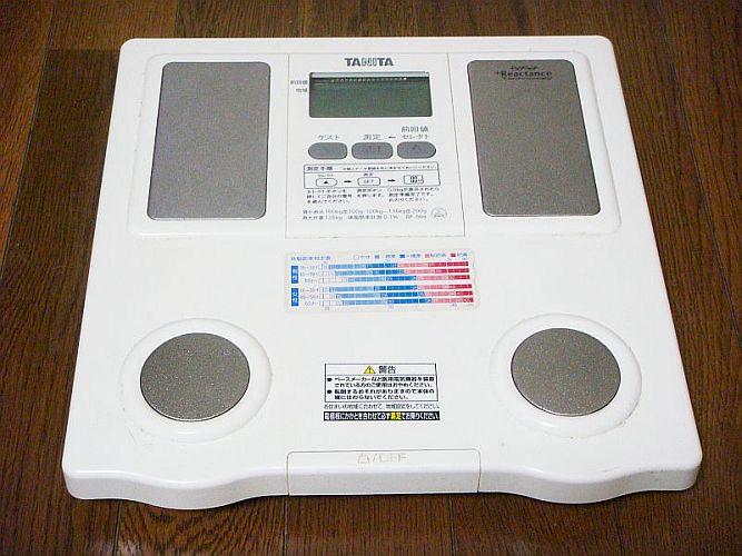 タニタの体脂肪計付き体重計