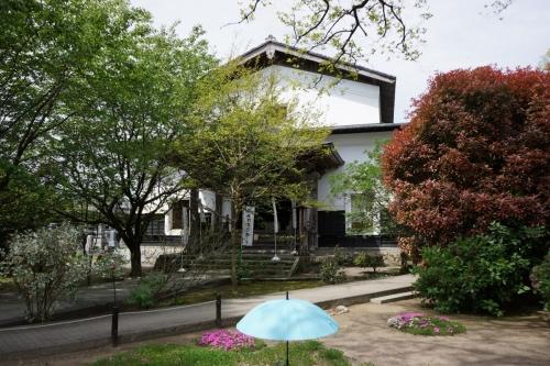 2白壁土蔵造りの本堂 (1200x800)