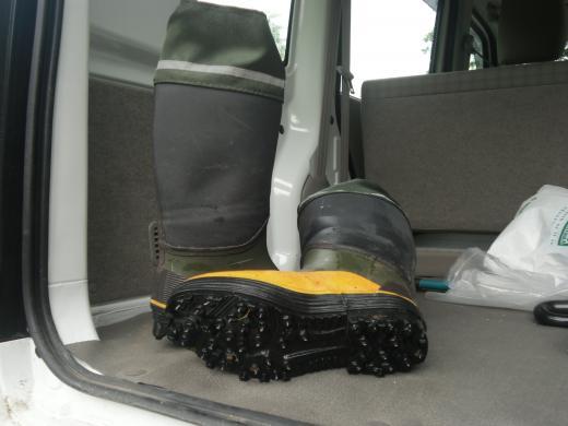 スパイク付き長靴