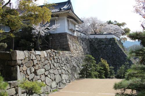 不明門と石垣