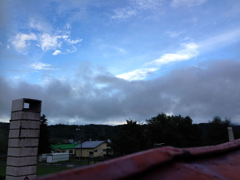 旧双葉小学校・雪月花廊の屋根の上にて 撮影:遠藤夕幻 2014年8月