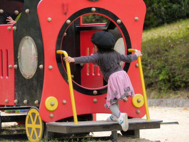 P1160017 電車に飛び乗る子