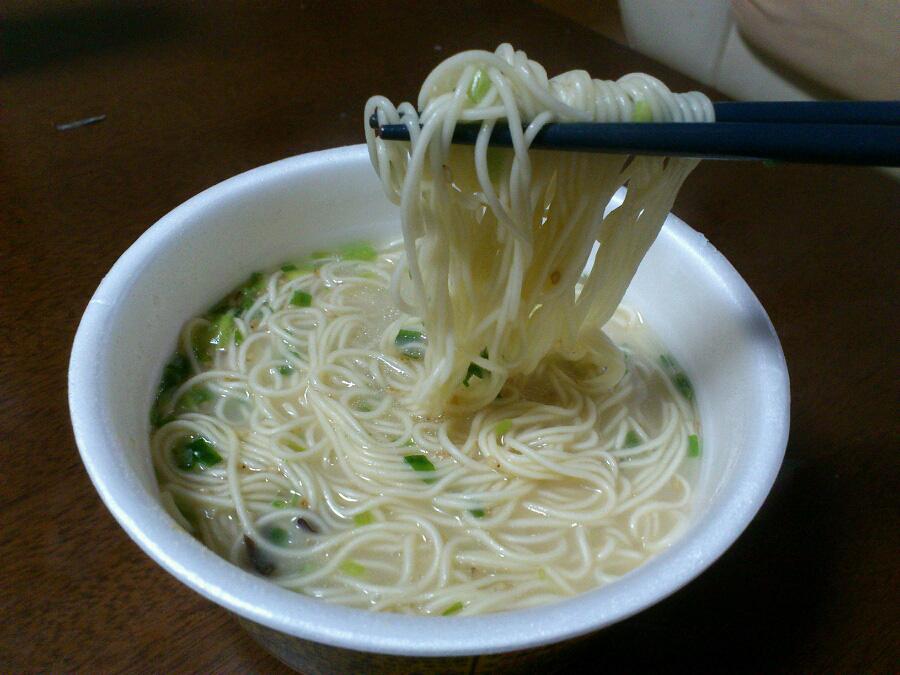 今日の昼ごはん(^_^)イチオシカップ麺其の弐