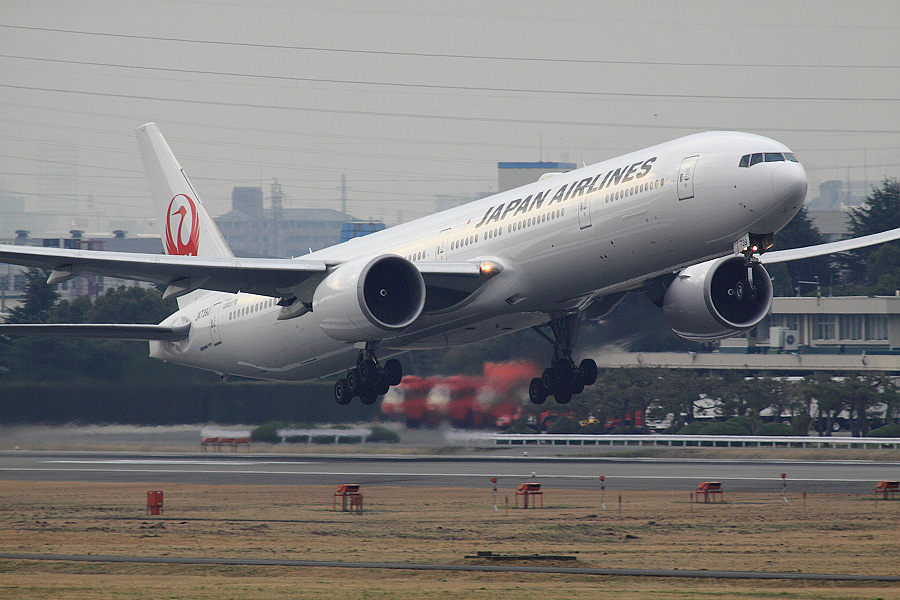 JAL B777-346ER / JAL3002 (JA739J)@下河原緑地展望デッキ
