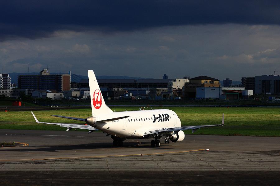 J-AIR Embraer170 / JAL2187 (JA222J)@エアフロントオアシス下河原