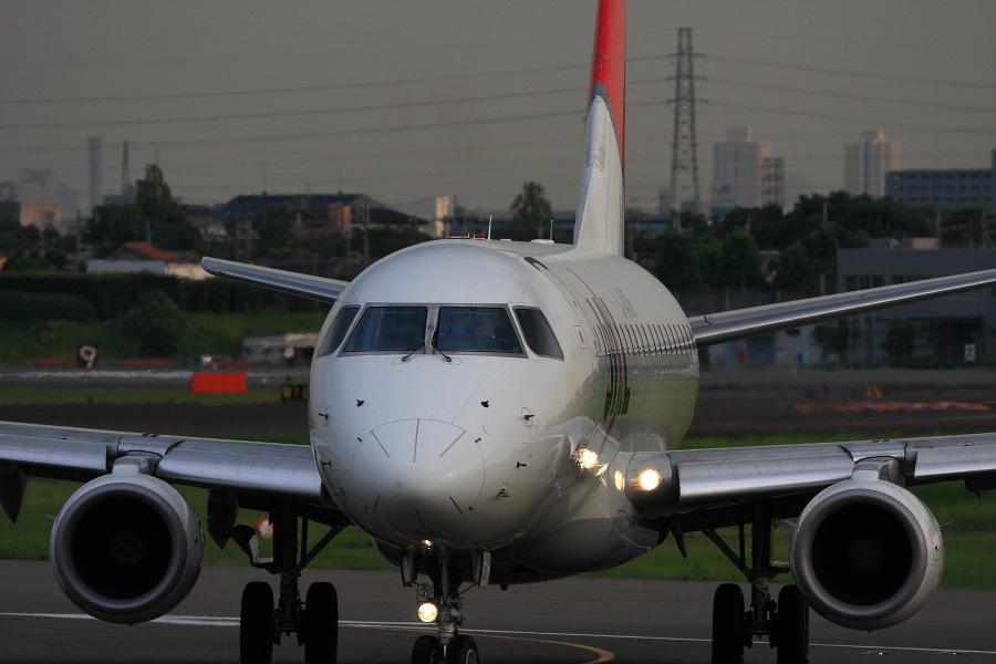 J-AIR Embraer170 / JAL2410 (JA220J)@エアフロントオアシス下河原沿道