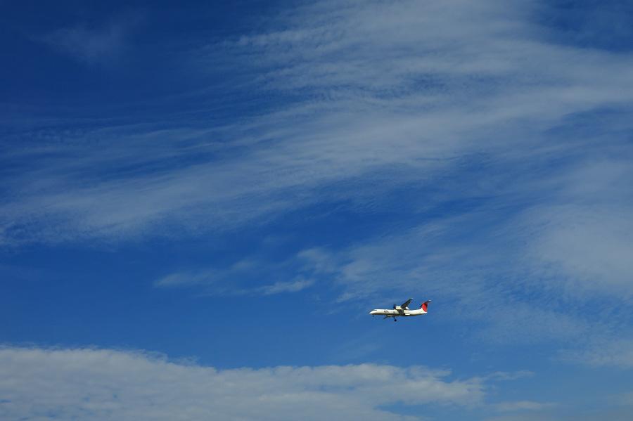 JAC DHC-8-402Q / JAC2406@RWY32Lエンド・千里川土手