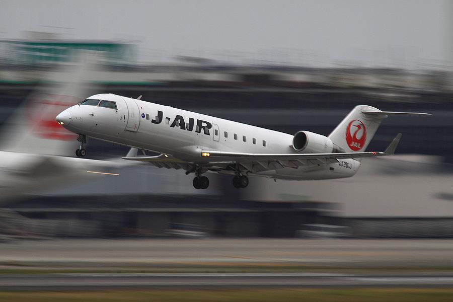 J-AIR CRJ-200ER / JAL2237 (JA201J)@RWY14Rエンド・猪名川土手