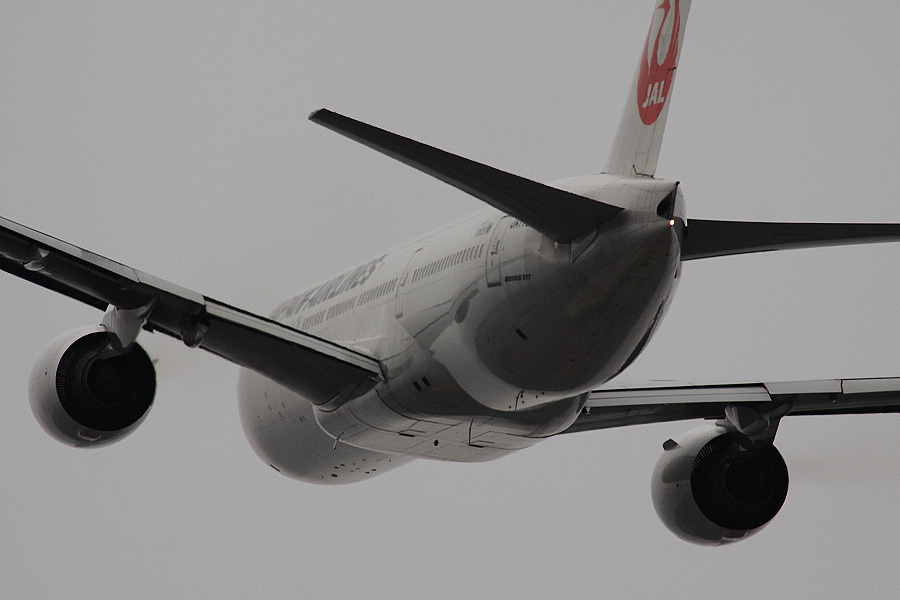 JAL B777-246 / JAL126 (JA772J)@RWY14Rエンド・猪名川土手