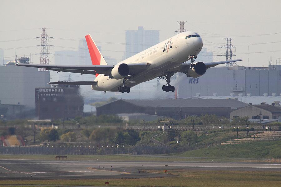 JAL B767-346 / JAL104 (JA8269)@下河原緑地展望デッキ