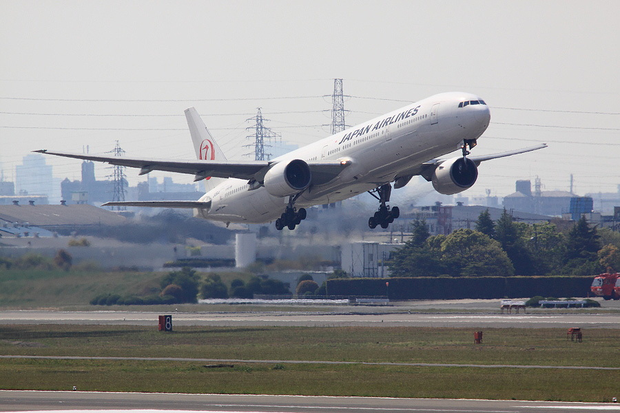 JAL B777-346 / JAL2081 (JA8944)@下河原緑地展望デッキ