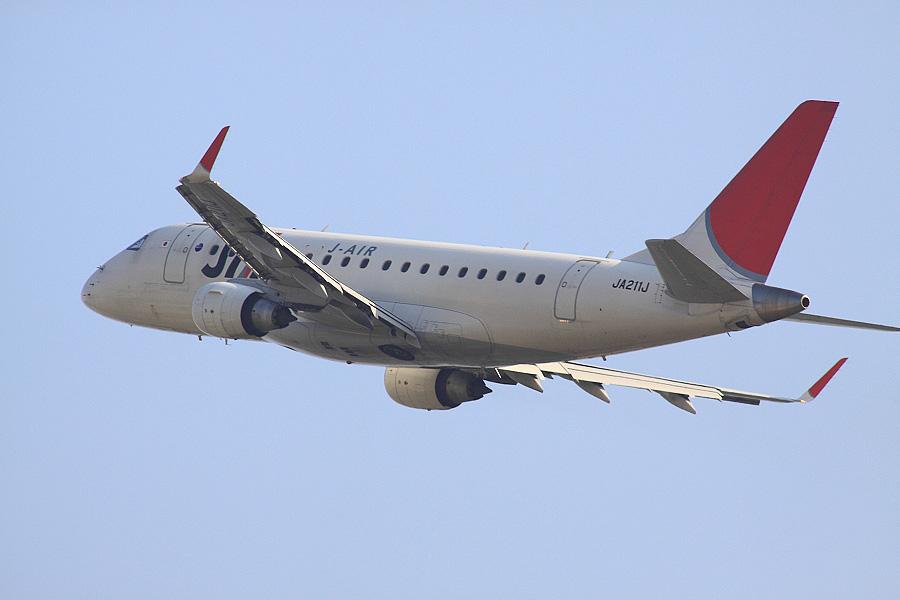 J-AIR Embraer170 / JAL2383 (JA221J)@RWY14Rエンド・猪名川土手