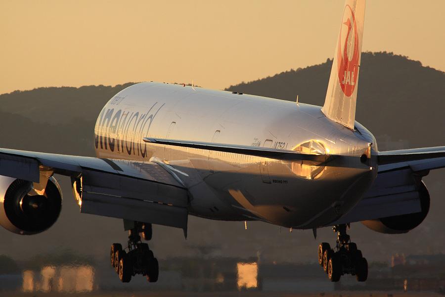 JAL B777-346 / JAL2086 (JA752J)@RWY32Lエンド・千里川土手