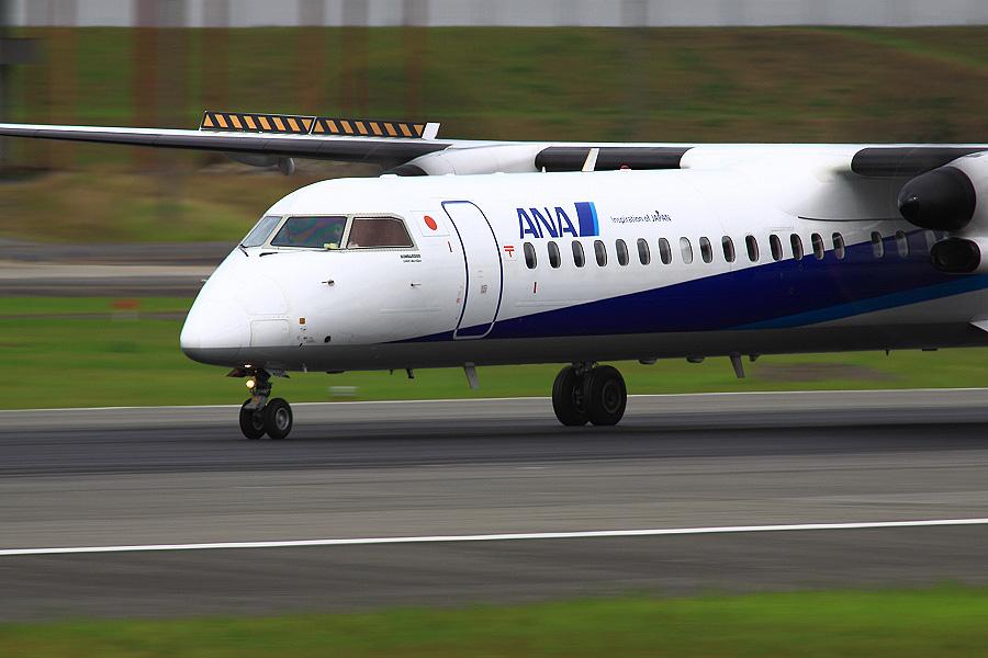 ANA WINGS DHC-8-402Q / ANA1690 (JA460A)@伊丹スカイパーク