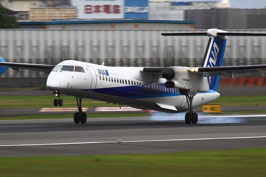 ANA WINGS DHC-8-402Q / ANA1628 (JA852A)@伊丹スカイパーク