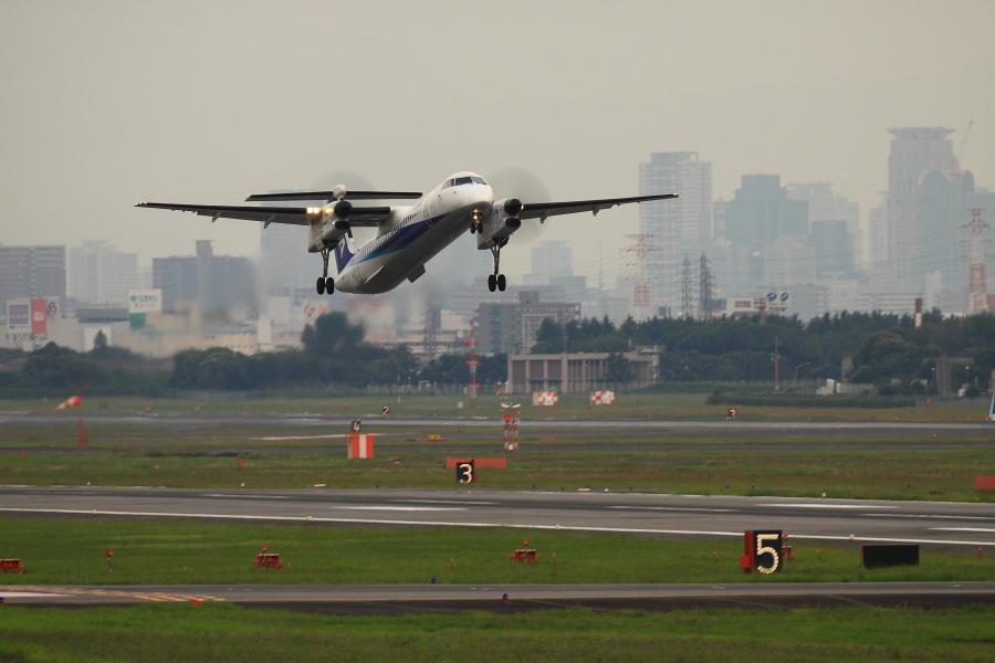 ANA WINGS DHC-8-402Q / ANA1647 (JA851A)@エアフロントオアシス下河原