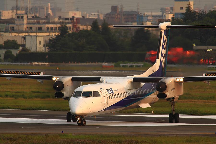 ANA WINGS DHC-8-402Q / ANA1669 (JA847A)@下河原緑地展望デッキ