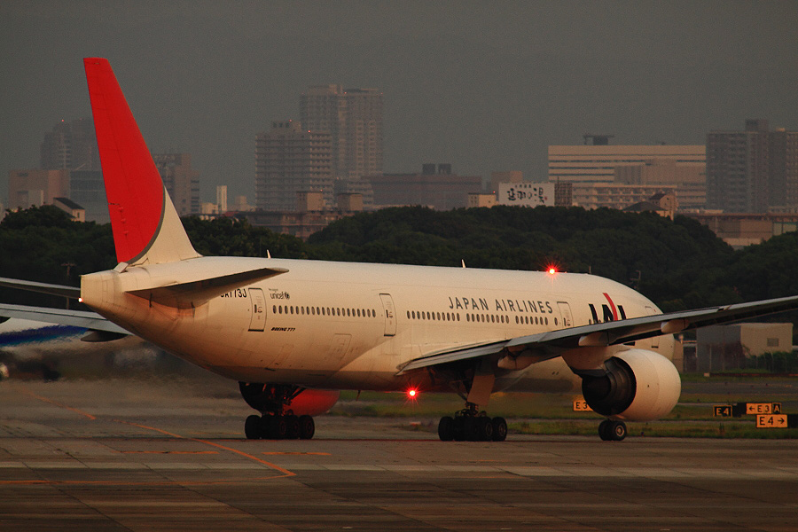 JAL B777-246 / JAL130 (JA773J)@下河原緑地展望デッキ