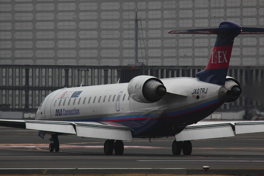 IBX CRJ-700 / IBX50 (JA07RJ)@RWY14Rエンド・猪名川土手