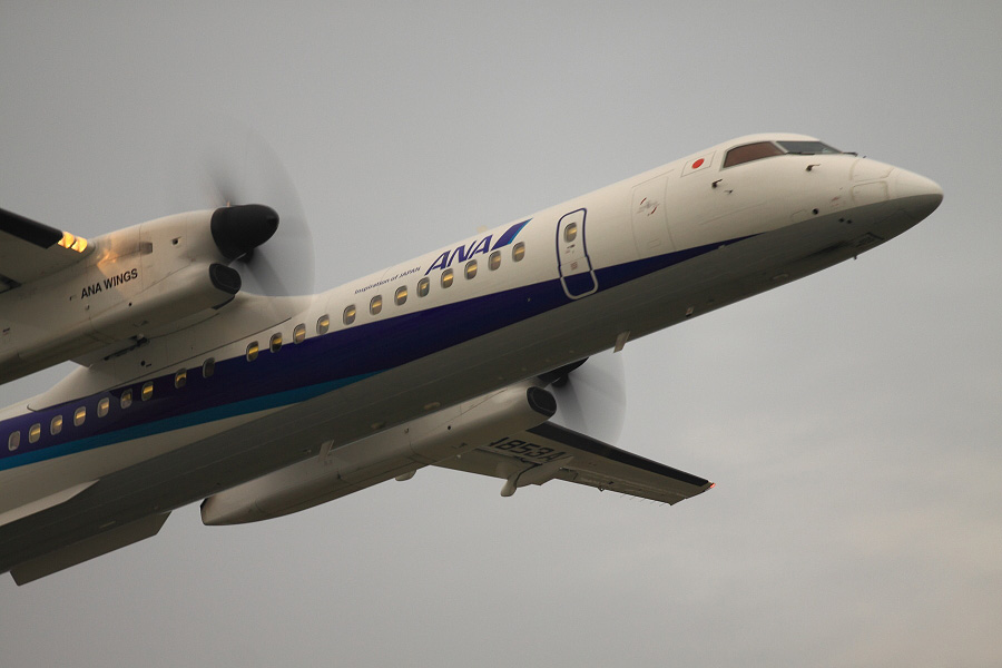 ANA WINGS DHC-8-402Q / ANA1669 (JA853A)@下河原緑地展望デッキ