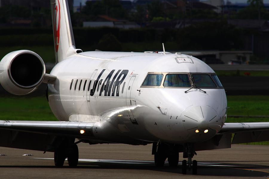 J-AIR CRJ-200ER / JAL2430 (JA206J)@エアフロントオアシス下河原沿道